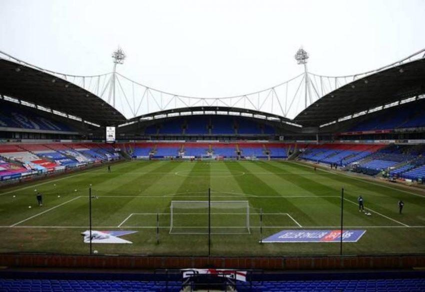 Bolton Wanderers membuka pembicaraan untuk menandatangani striker yang baru saja keluar dari Coventry City